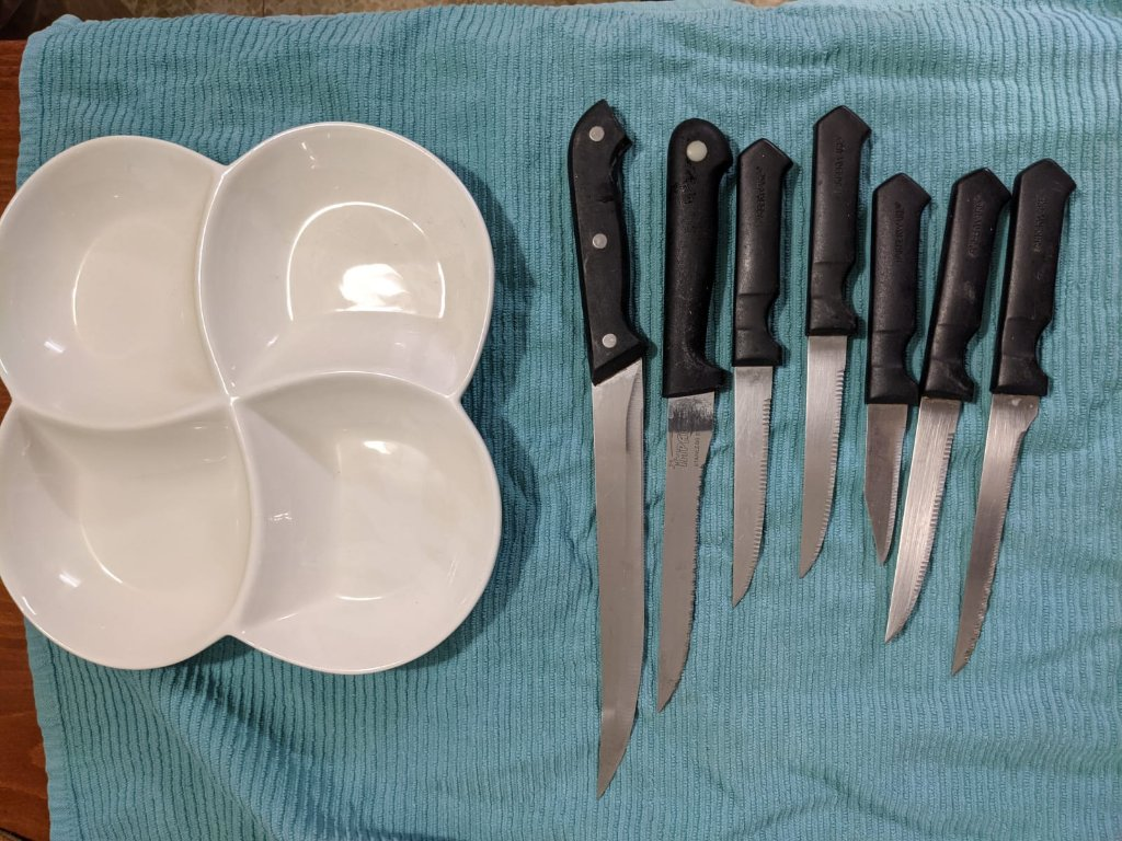 סכינים וכלי הגשה