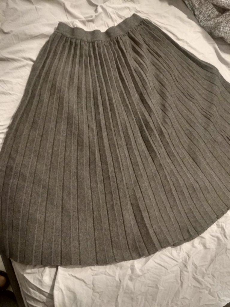 חצאית סריג צנועה