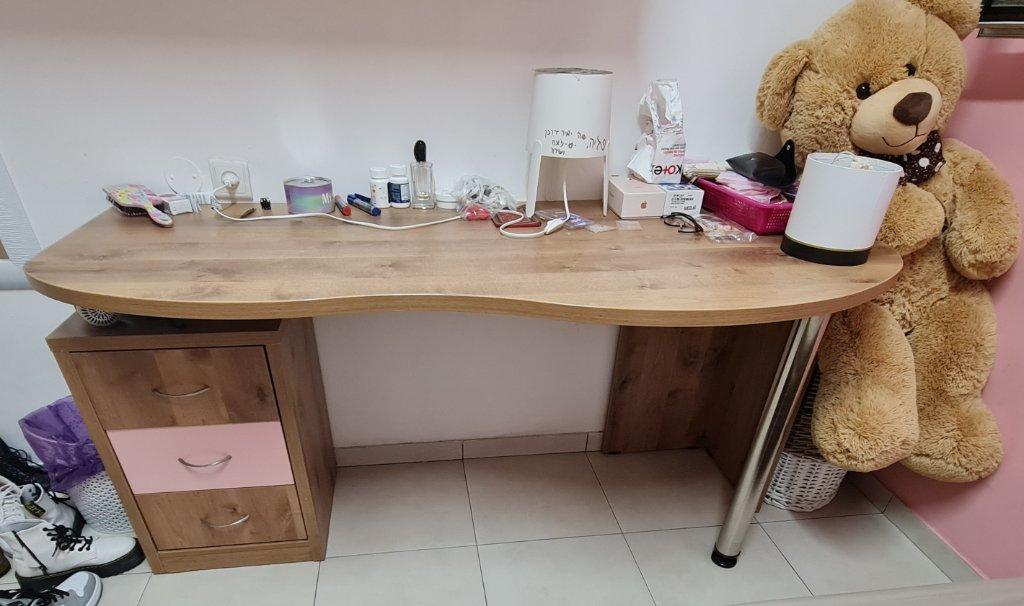 שולחן כתיבה +כוורת